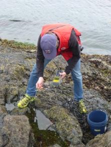 Erik measuring temperature and salinity